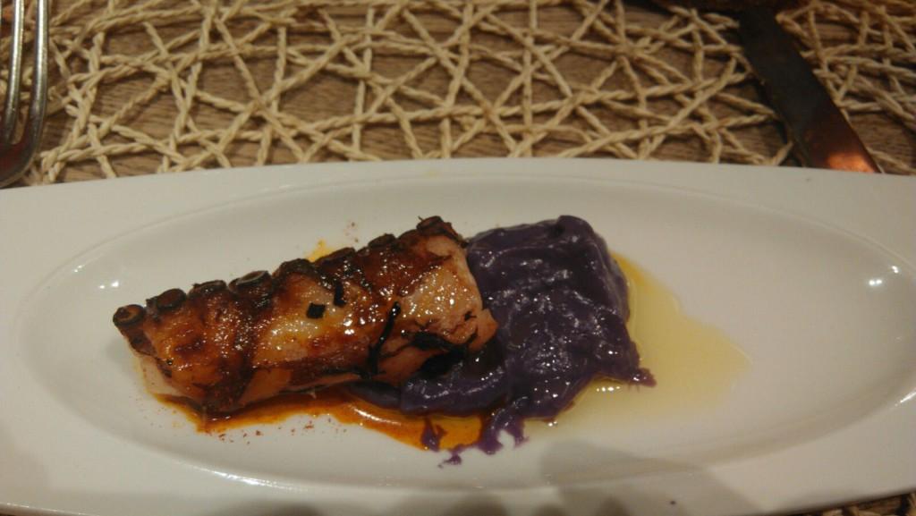 Pulpo al vapor con patata violeta- La Parrilla de Albarracín