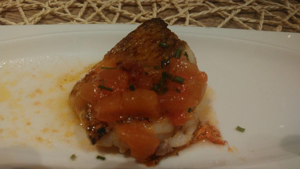Salmonete con vinagreta de tomate y jamón - La Parrilla de Albarracín