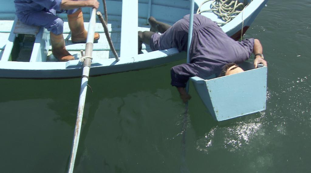 Pesca centolla con gancho (Foto: SAGA TV)