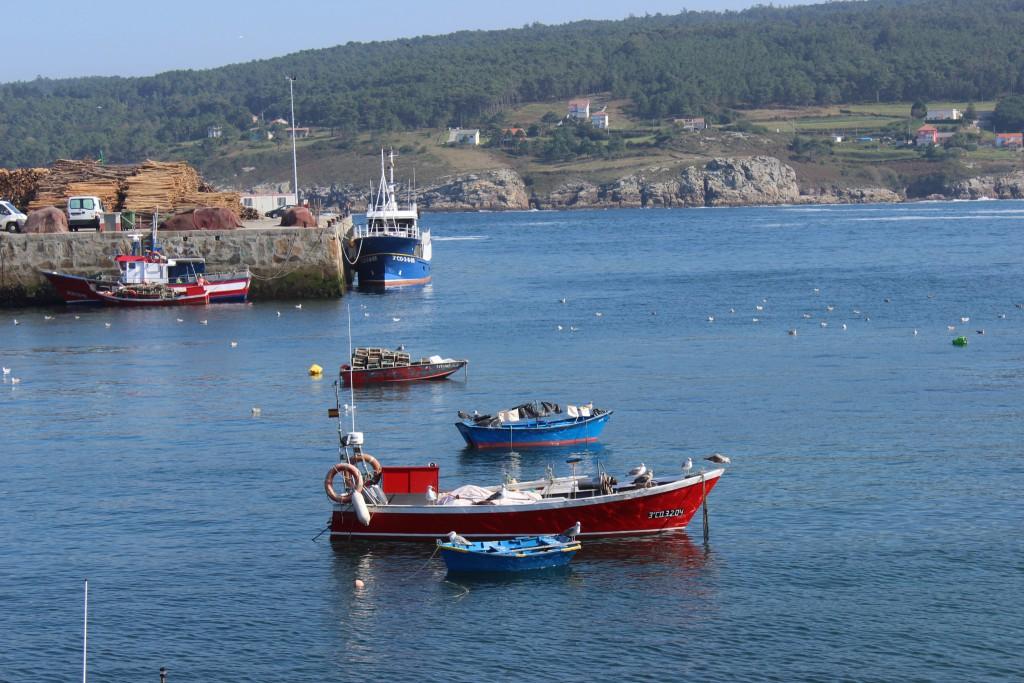 Embarcaciones de pesca artesanal en Laxe (Galicia)