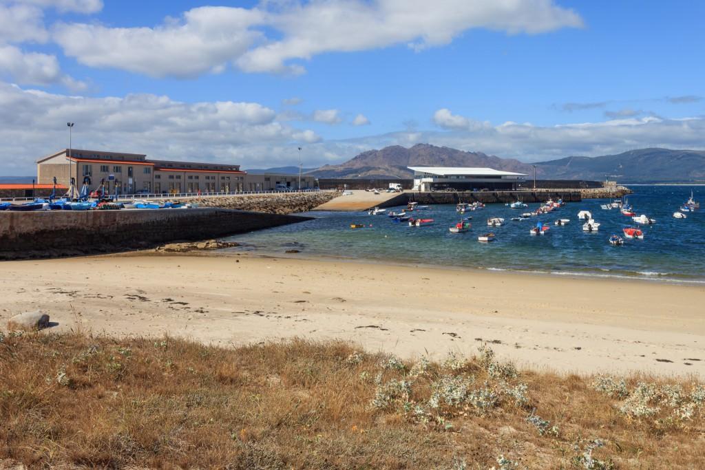 Puerto de Lira, instalaciones y playa.
