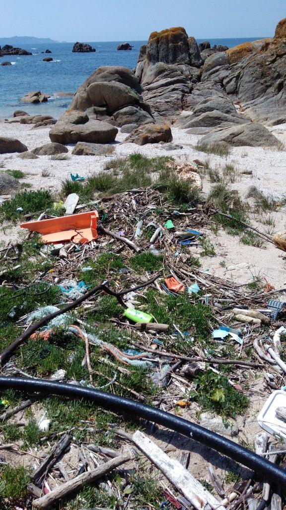 En muchas playas nos encontramos con infinidad de plásticos