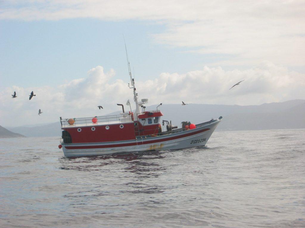 Pescado Artesanal: el barco es su oficina